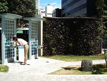 熊本市役所前「城見の水