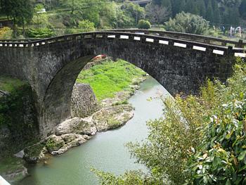 江戸時代の単一アーチ式石橋として日本最大級の「霊台橋」